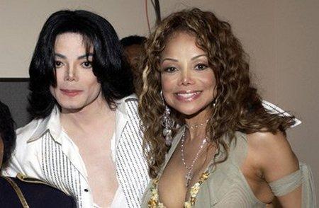 michael jackson and la toya jackson are the same person