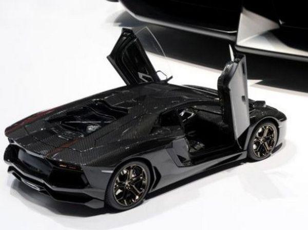 Lamborghini Aventador 1/8 Scale Model Car