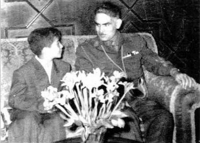 Abd al-Karim Qasim and the Hankerchief