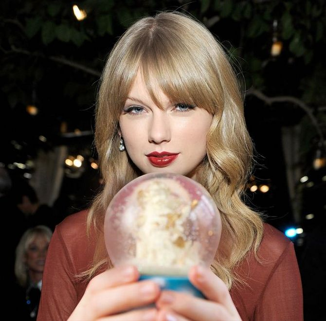 taylor swift snow globes