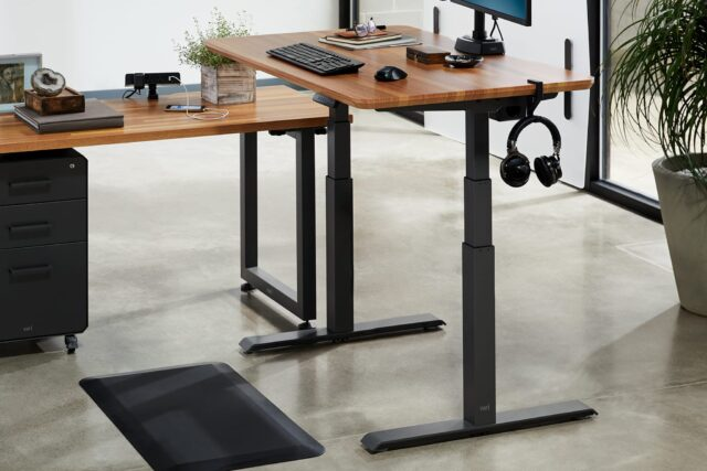 5 Reasons Standing Desks Are More Beneficial Than Normal Desks